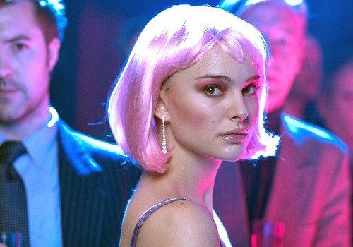 """Vai diễn Alice đã đem về cho Natalie Portman Quả Cầu Vàng đầu tiên vào năm 2005 cho """"Nữ diễn viên phụ xuất sắc""""."""